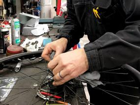 Professioneel fietsen herstellen - werkplaats Bikestore Wauters